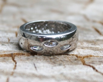 Vintage Silver Ring with Slits Revealing Glass