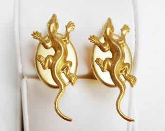 lizard crawling, gold polished cufflinks