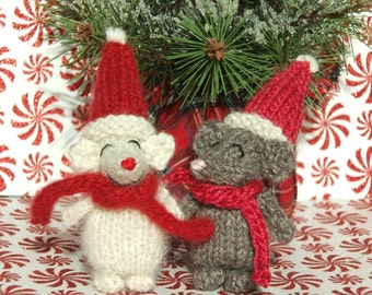 Knitted Christmas Mouse