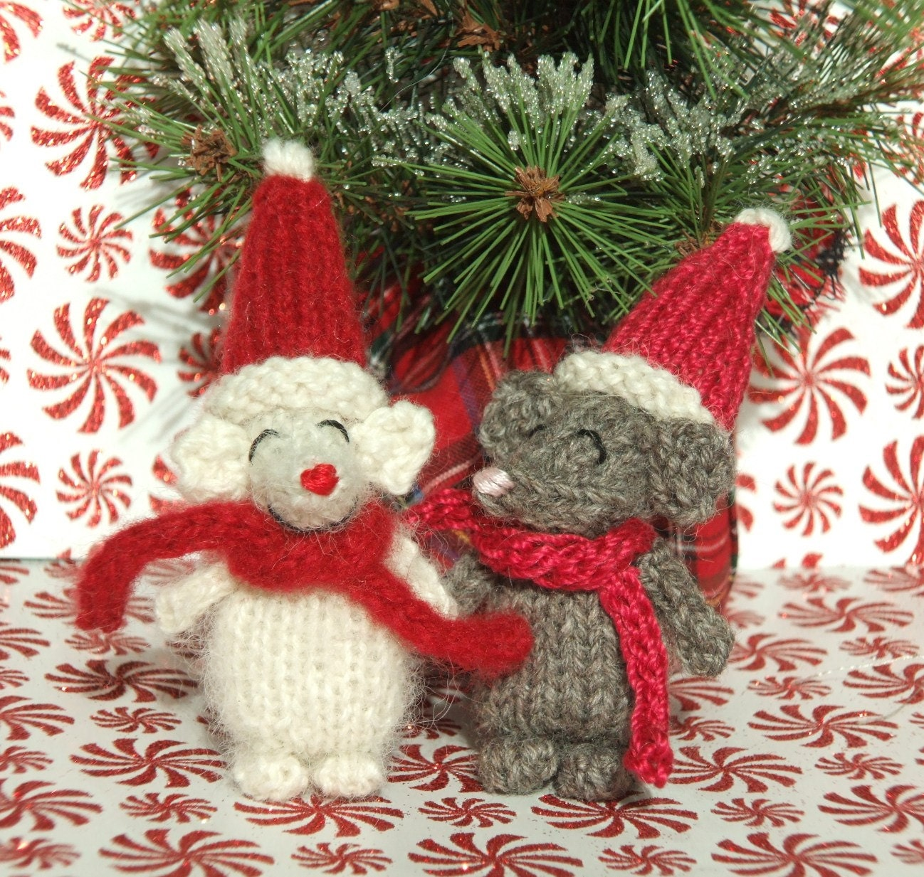 Knitting Patterns For Christmas Mice : Knitted Christmas Mouse