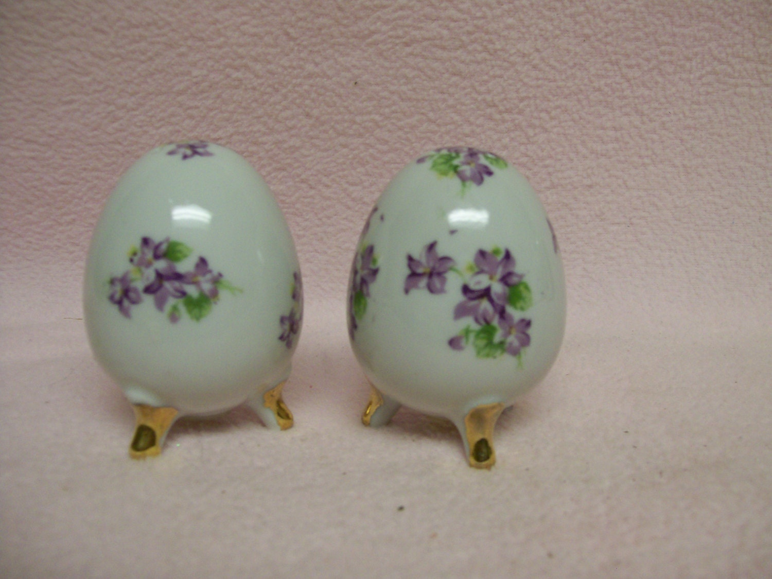 Violet salt pepper shakers egg shaped vintage salt and peppers - Egg shaped salt and pepper shakers ...
