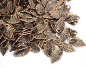 25 petites feuilles de métal couleur cuivre 15mm x 8mm