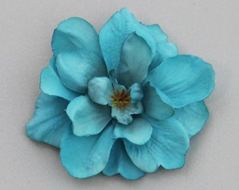 Bright Teal Flower Hair Clip --- Small Hair Clip --- ONE Piece ---- perfect to accent hairstyles or give as gift