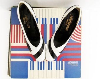 Vintage Shoes . 80s Black & White Mod Style Pumps . Size 6 1/2