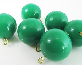 8 Vintage 16mm Kelly Green Lucite Charms Pendants Drops Pd634