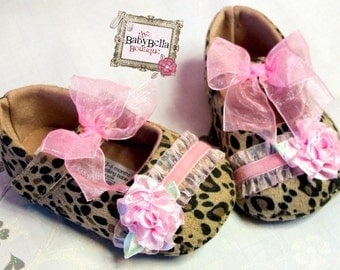 Leopard Baby girl shoes,Booties -Baby Crib Shoes - Leopard pink ruffle  Baby shoes..