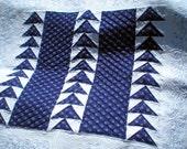 Art quilt wallhanging hungarian  indigo blue-dye blue-white fabric embroidered, tulip, botanical Het EST