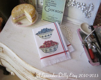 Berry Bowls Fringed Tea towel for Dollhouse, 1:12 scale