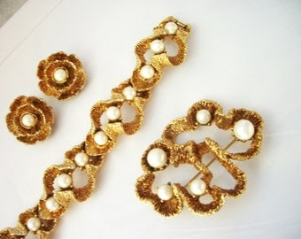 Vintage Chunky Bracelet Brooch and Earrings Set - Gold tone & Faux Pearls