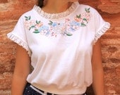 Spring Free - 80s Vintage Slouchy Cozy White Blouse T-shirt, Eyelet Lace Flower Print, Small