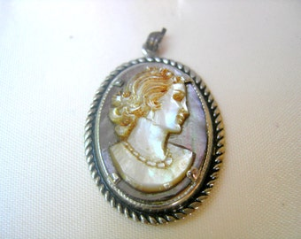 Vintage pendant cameo silhouette