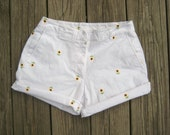 SALE- High waist vintage Briggs New York cuffed white sunflower shorts size 6