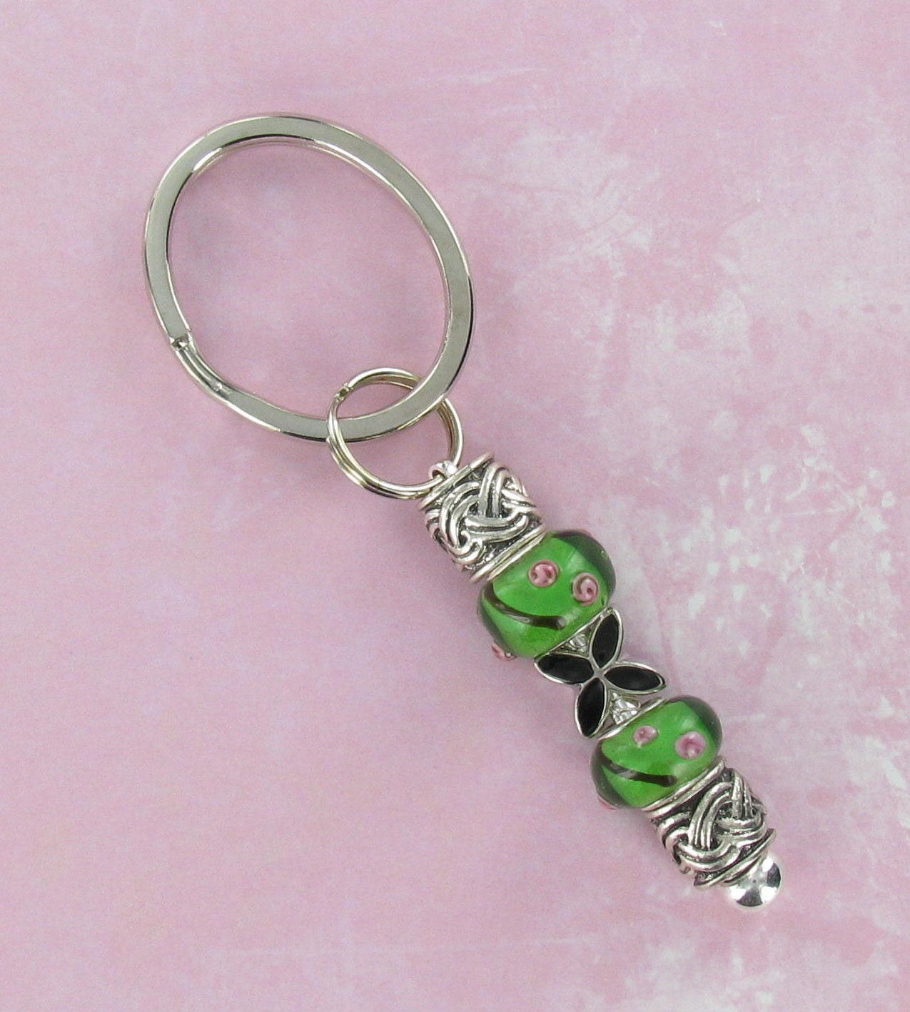 Keychains Lightupcircuitboardkeychain Beaded Keyring With Green And Pewter Beads Black Flower