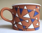 Coffee mug with triangles