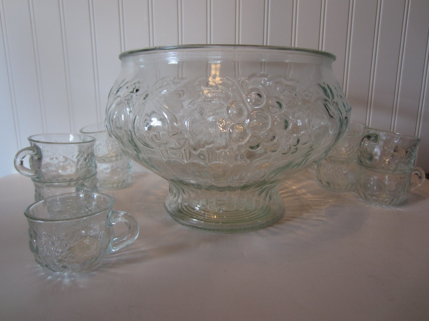 vintage punch bowl set by jeannette glass co grapes and. Black Bedroom Furniture Sets. Home Design Ideas