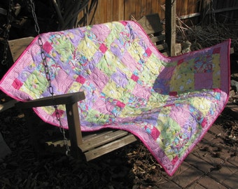 Welcome Spring - Baby Quilt - Table Topper - Wall Hanging