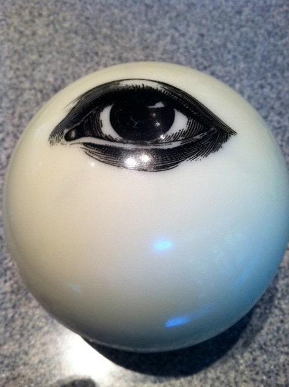 Vintage Glow in the Dark White Eye Magic 8 Ball