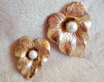 Vintage set of two Sarah Coventry leaf-shaped pins