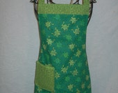 Frog reversible apron in crisp green prints. Brighten up your kitchen in this little dolly. Jump on it...