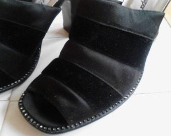 Newport News Black Slides