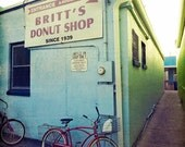 Photo Red Vintage Beach Cruiser Bike Britts's Donuts Boardwalk Kitchen Bicycle Art Pastel Blue Street Photography Carolina Kure Fort Fisher