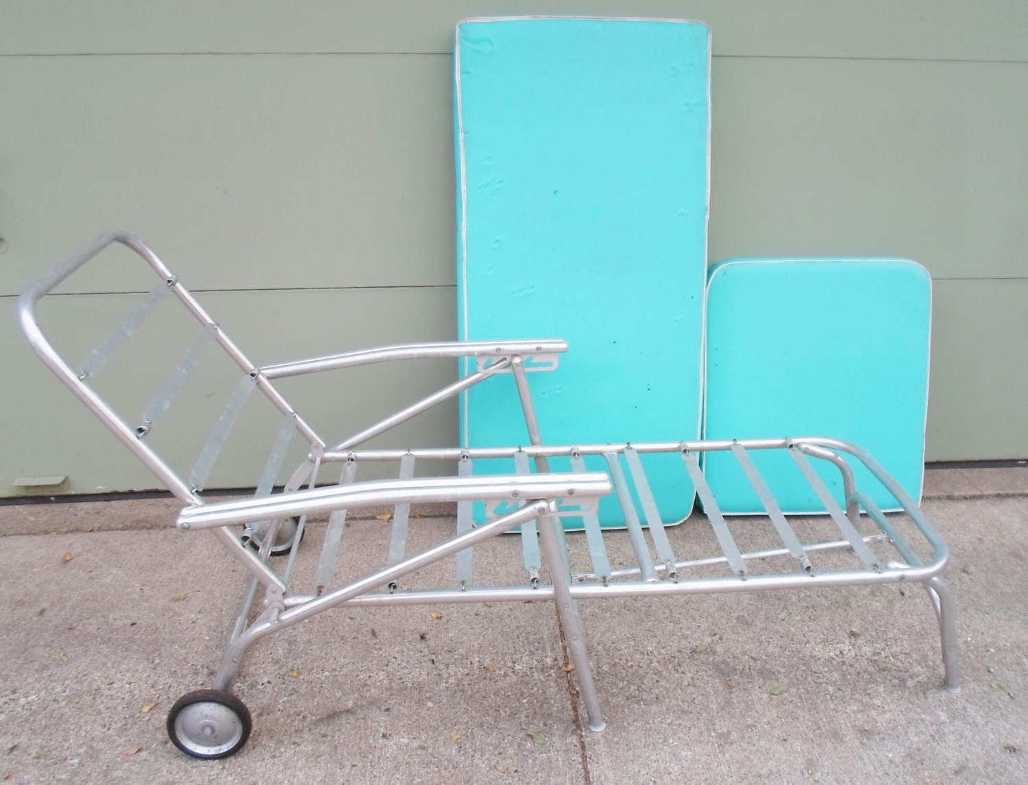 Vintage mid century chaise lounge chair for the patio garden for Century furniture chaise lounge