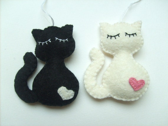 Felt cat ornament handmande felt ornaments by grabacoffee for Gatti in pannolenci