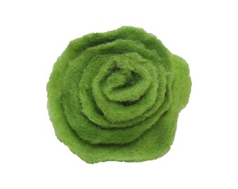 Felted ring with rose, felt 95% wool, 5 perc. silk, green, ca 1.5', height ca.0.6', adjustable ringsize metal. FR14008