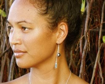 Kahiki aniani earrings- Tahitian pearl and Hawaiian sea glass dangle earrings
