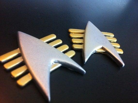 how to make a star trek communicator badge