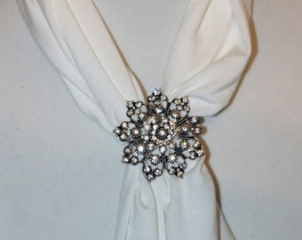 Scarf Magnet  flower pendant with rhinestones - New Arrival