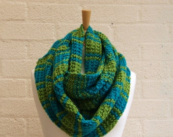 Chunky knit apple and sea green , infinity, scarf, knitted cowl, green snood