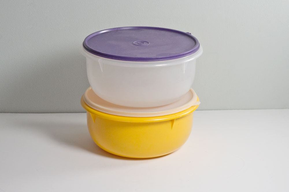 Tupperware 2 Vintage 12 Cup Mixing Bowls With Lids 4pc Set