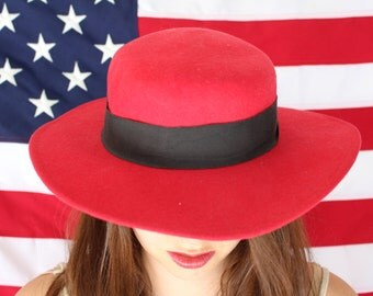 Red Renior Chapeau