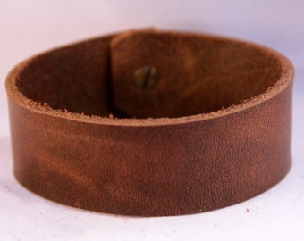 Plain Leather Cuff with Collar Button Clasp