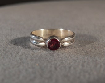 Vintage Sterling Silver  Round Garnet Fancy Eternity  Wedding Band Ring, Size 7
