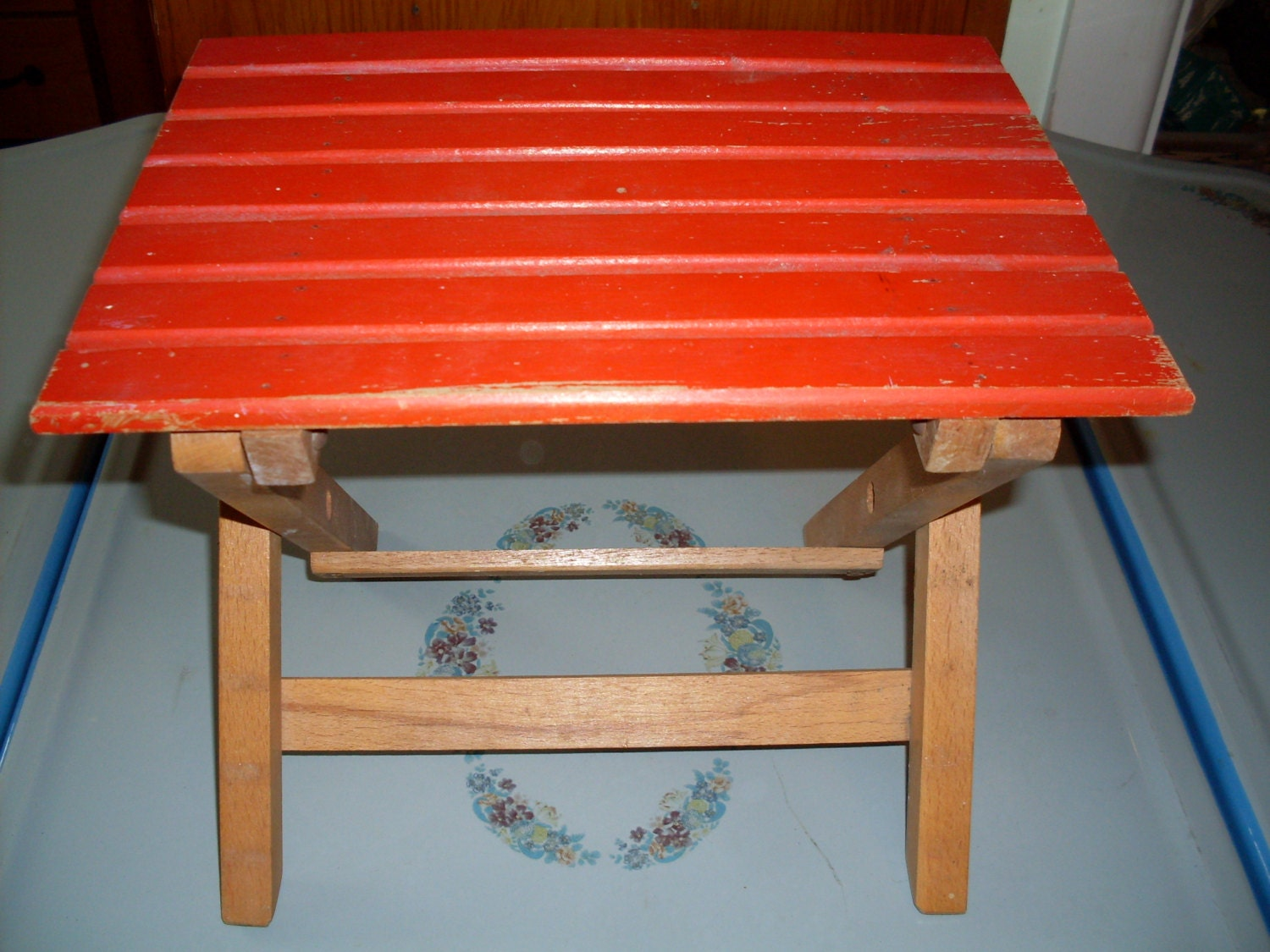 vintage small red wooden folding table childs by connecticutfinds. Black Bedroom Furniture Sets. Home Design Ideas