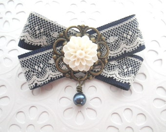 Marine - grind dahlia brooch with lace