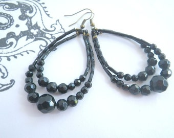 Black and noble - chandelier earrings with black facettet Glassbeads Geometry Gothic