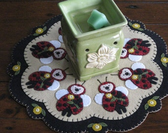 Ladybugs Candle Mat - Completed