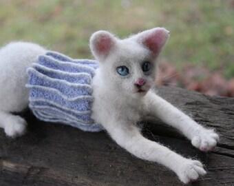 Needle felted white cat.  Miniature, soft sculpture, felted  animals,pet miniature