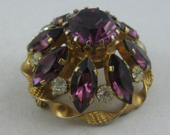 Probably 50s: OPULENT rhinestone brooch VIOLET - GOLD. Vintage fashion jewelry