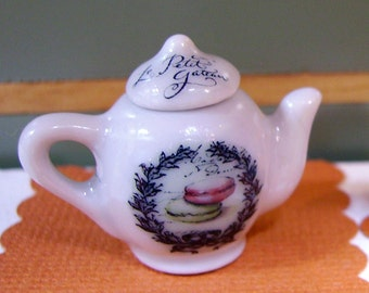 Le petit Gateau Miniature Teapot for Dollhouse 1:12 scale