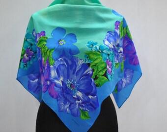 Vintage LIZ CLAIBORNE silk scarf .....