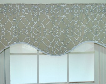 Geogate shaped valance in tan