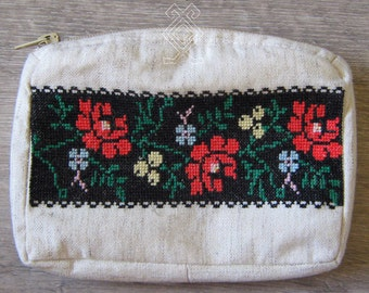 """Hand embroidered cosmetic bag """"Rosehips and periwinkle"""""""