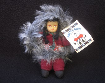 Inuit doll, Native American doll, Collectible dolls, Art doll, Canadian Inuit, Miniature figurine, Inuit Eskimo craft, Gift ideas