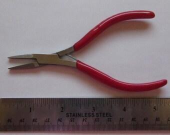 "5"" Flat Nose Pliers"
