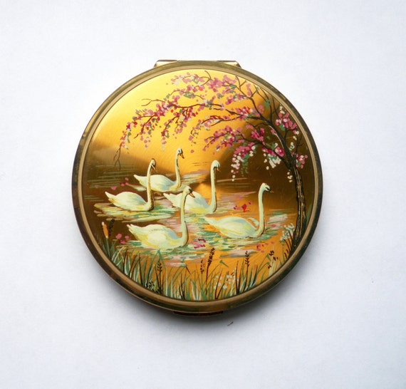 1950s Stratton Mirror Compact With Beautiful Swan Design Good