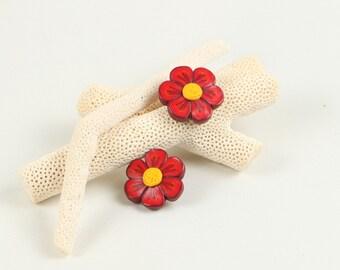 Red flower earrings, red flowers, floral earrings, flower earrings, red earrings, handmade earrings, polymer clay earrings